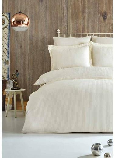 Soley Çift Kişilik Çizgili Saten Nevresim Takımı Elegante Yastık Hediyeli Ekru